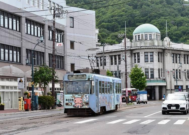 「하코다테 시영전차(노면전차)」를 타고 유노카와온센역 부근에서 족욕을 만끽