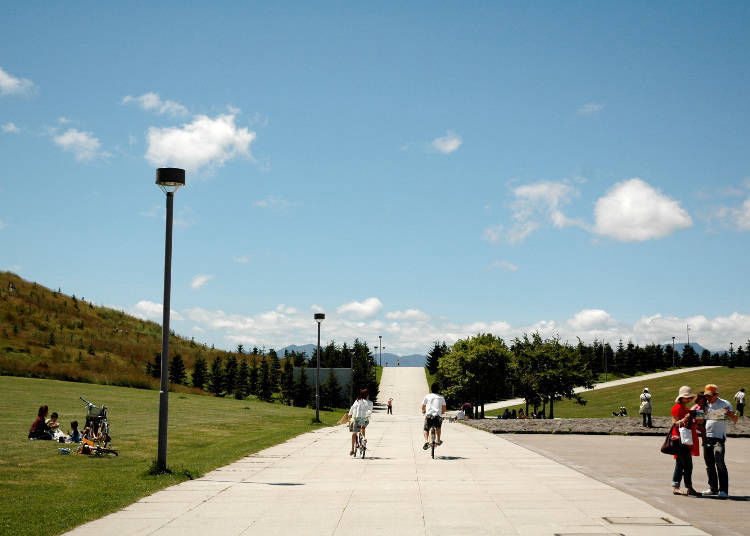 5. Rent a bicycle and dash through the scenery of Moerenuma Park