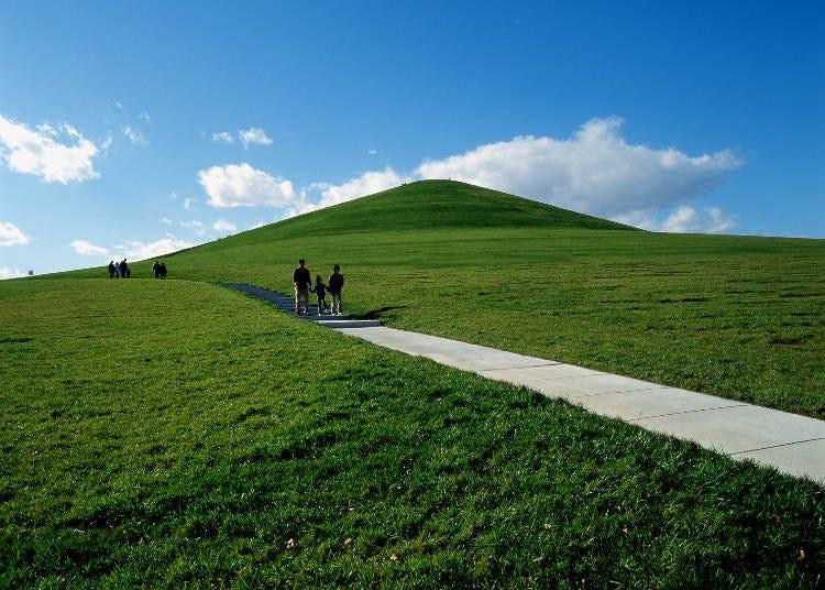 (2)札幌市全体が見渡せるランドマーク、モエレ山