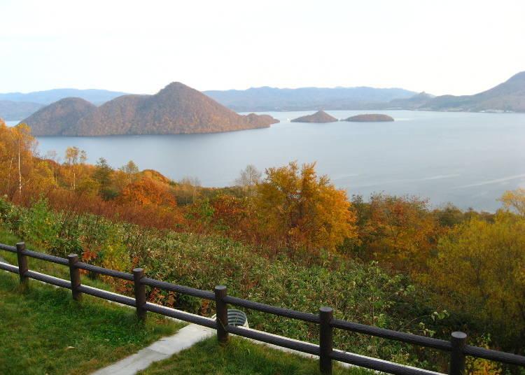 北海道道央紅葉景點⑧從湖泊上欣賞紅葉「洞爺湖」(洞爺湖町)