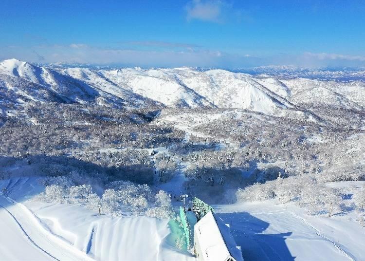 When's the best time to enjoy Kiroro Snow World's 23 ski slopes?