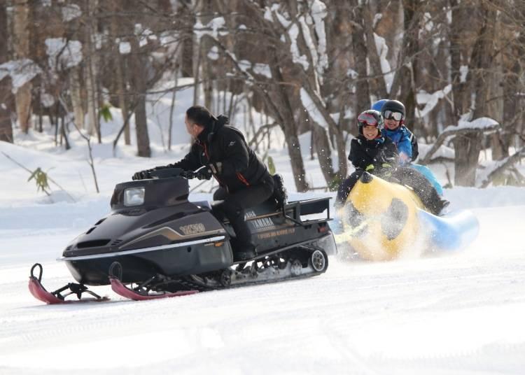 其他雪上活动:用雪上香蕉船、雪上泛舟彻底感受粉雪!