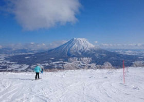 Best Time to Ski in Niseko: Guide to Monthly Niseko Weather & Crowds!