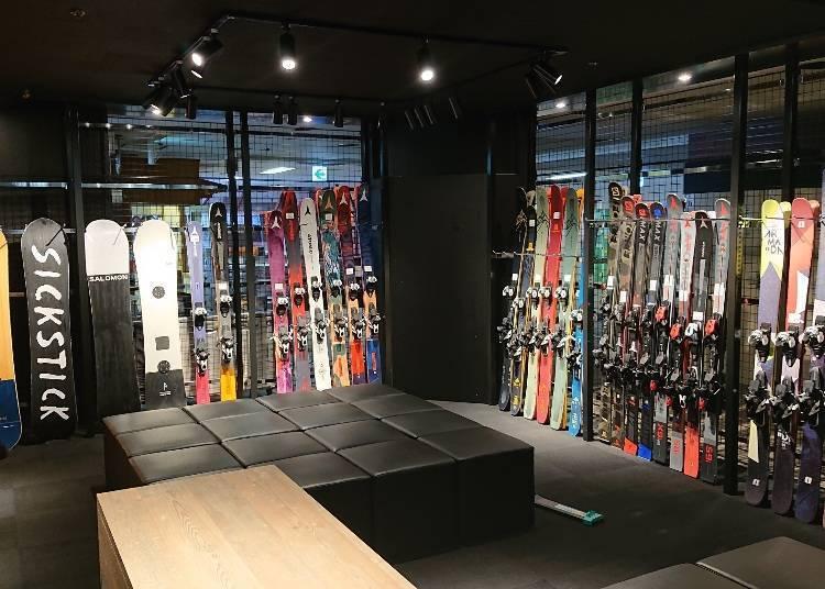 留壽都滑雪出租裝備:出租商店講究的裝備齊全