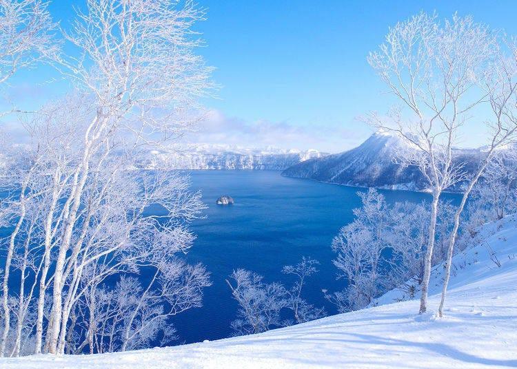 7. Early morning tour to enjoy the icy world of Lake Mashu at sunrise