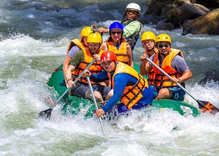 3. Experience intense rafting during spring in Hokkaido!