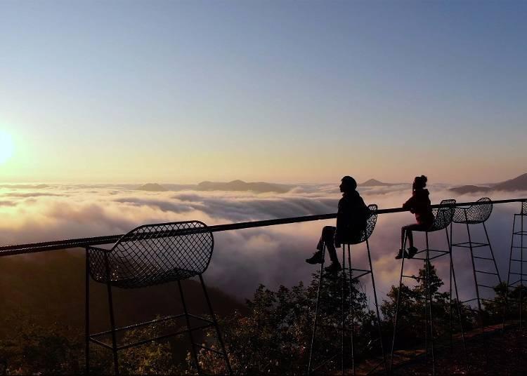 7) 5 월 ~ 10 월 하늘을 덮는 구름 바다, 호시노 리조트 토마무 '운해 테라스'(유후츠군 시무캇푸무라)
