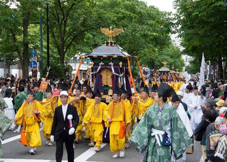 6월 홋카이도 신궁 제례 (삿포로시)