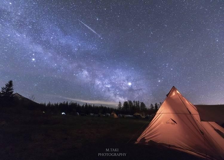 2)視界いっぱいの星に感動!「星に手のとどく丘キャンプ場」(中富良野町)