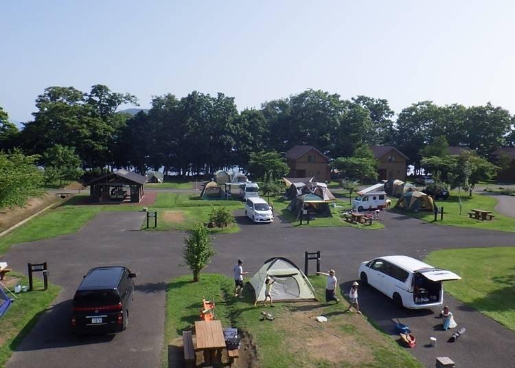 1)豐富的個人營位~洞爺水邊的里 財田露營場(洞爺湖町)