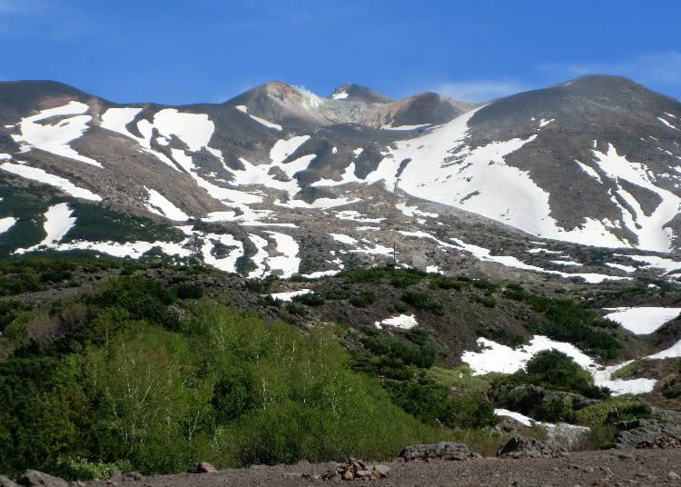 17:20 春の訪れはまだ先の「十勝岳」で、冬の北海道の疑似体験をする