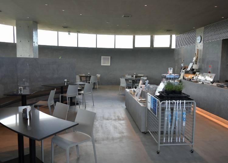 在圆顶咖啡厅&商店享用中餐吧!