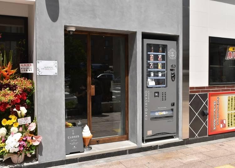 自動販売機では札幌限定商品を含めた全8品を発売