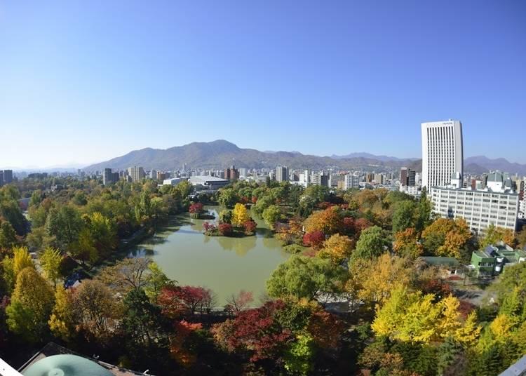 2.都心であることを忘れさせる紅葉の名所「中島公園」