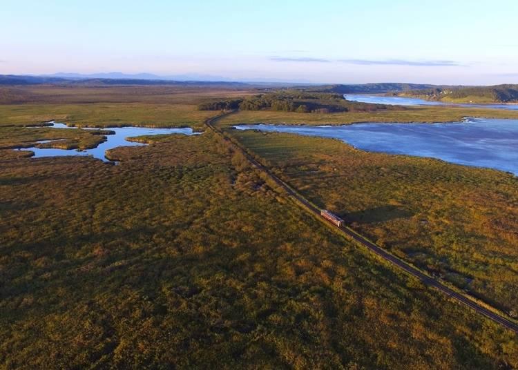 4.日本最大の湿原を駆け抜ける道東のローカル線「釧網線」