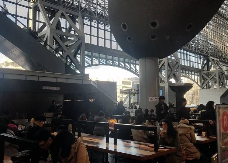 1. 早晨就在充滿國際氛圍的咖啡廳開始