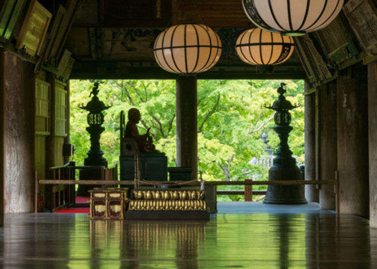 Visiting Nara's Hasedera Temple: This 'Temple of Flowers' Is Home to Stunning Statues!