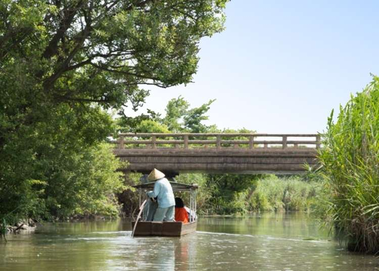 Visiting Shiga Prefecture: Relaxing and Enjoying the Riverside Landscape and Merchant Town on a Boat