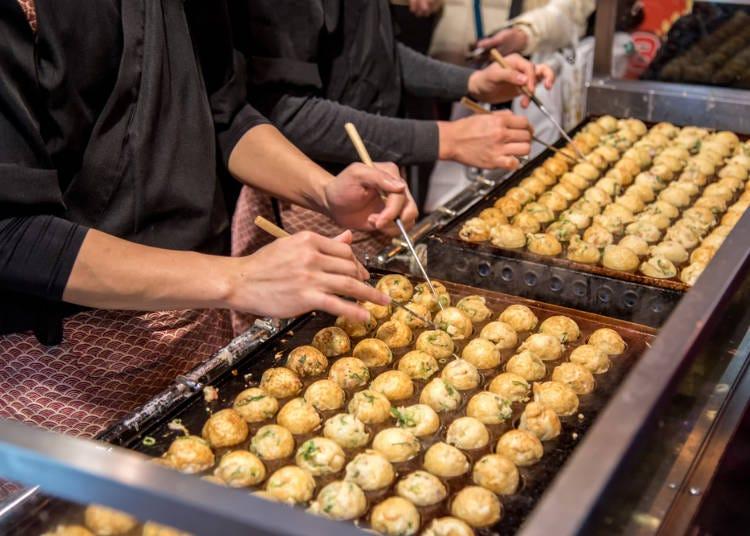 大阪で食べたい粉モンの代表格、たこ焼き