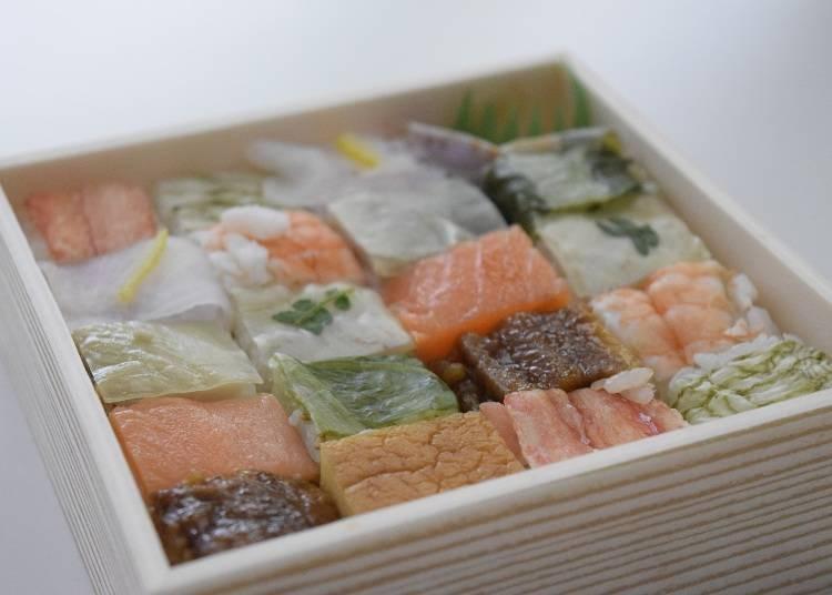 색색깔의 재료가 화려한 [하코즈시](상자초밥)