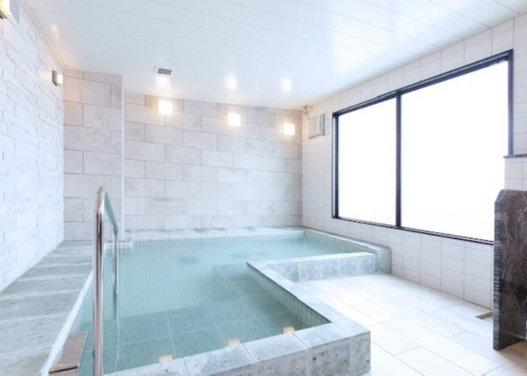 Stretch your legs and relax in the wide bath