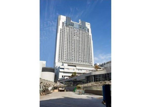 Connected to Namba Station, great for shopping! Swiss Hotel Nankai Osaka