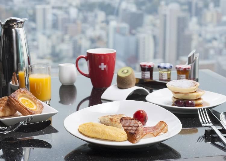 朝食は、眺望が自慢のレストランでゆったりと
