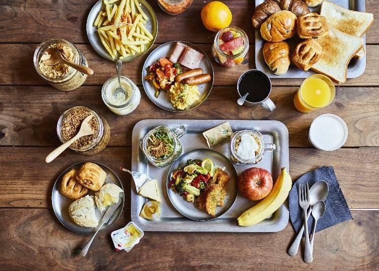 アレンジしたヌードルやフルーツ、パンをブッフェで満喫