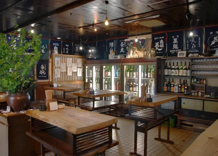 1. Nihonshu Unagidani: Enjoy over 100 types of Japanese sake