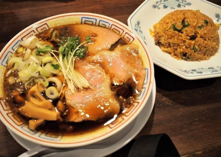 賣點是使用鯖魚片製成的濃厚湯頭「SABA 6製麵所」