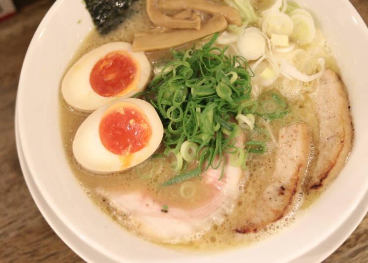 濃郁雞白湯吃起來超滿足的「岡本商店」