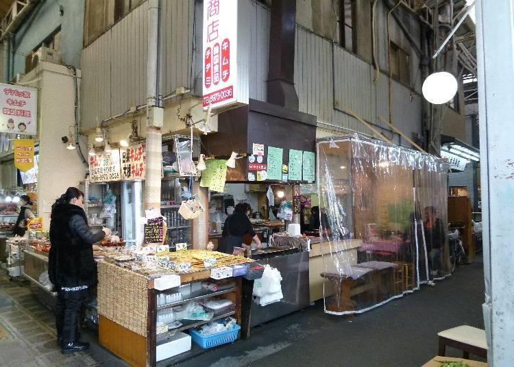 점포 내 식사도 가능한 한국 포장마차풍의 [도이 쇼텐]