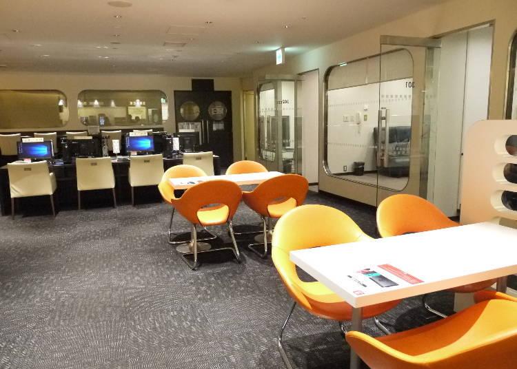 2. KIX Airport Lounge: Showers and plenty of manga!