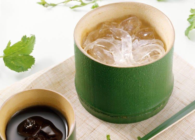 7. 여름에 특히 인기가 많은 '쿠즈키리'(칡가루를 반죽해 익혀 국수처럼 가늘게 잘라먹는 일본 과자)
