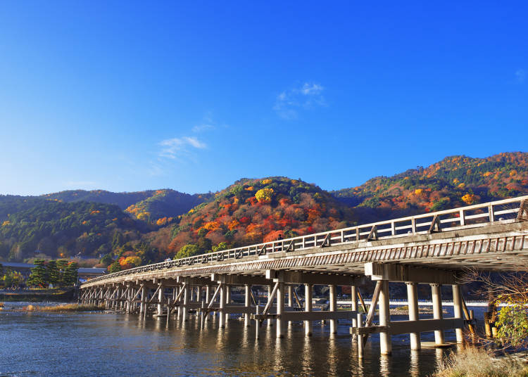 1. Arashiyama: Where you can experience the resplendent fall scenery interwoven with both mountains and rivers