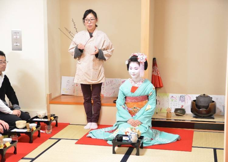 "Participate in a Program to Enjoy ""Otemae"" with a Geisha"