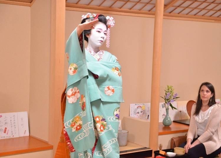 目の前で見る京舞にうっとり