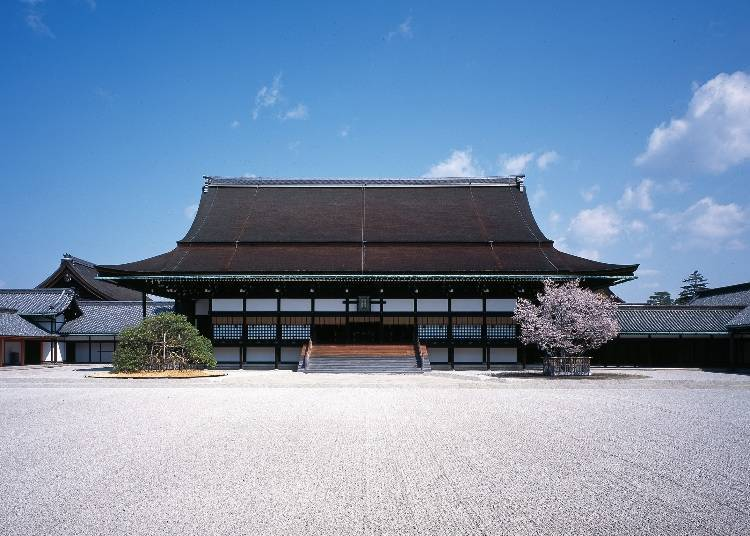 """Highlight 2: The """"Shishin-den"""" Ceremonial Hall and its Traditionally Crafted Roof"""