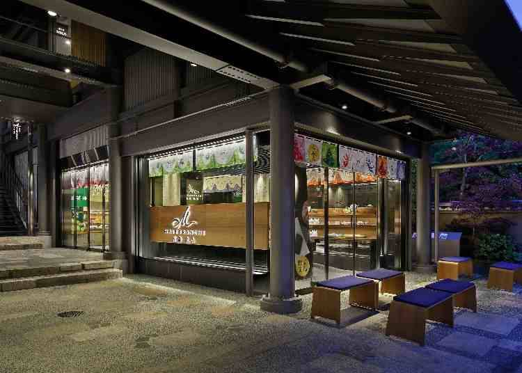 "5. Lots of Exclusive Arashiyama Products at ""Malebranche"", Known for Its Dark Green Tea Sweets"