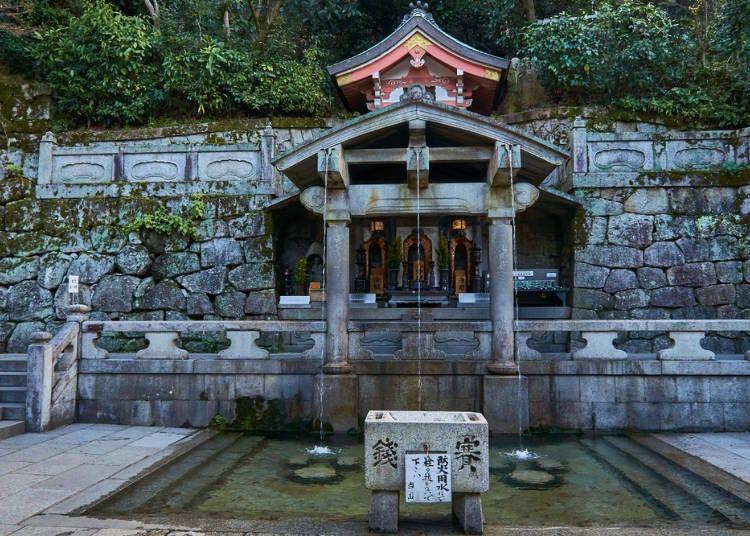 清水寺の名称の由来となった音羽の滝