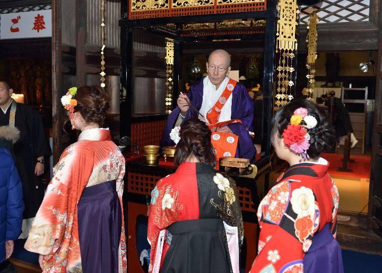 800年の歴史を持つ楊枝のお加持