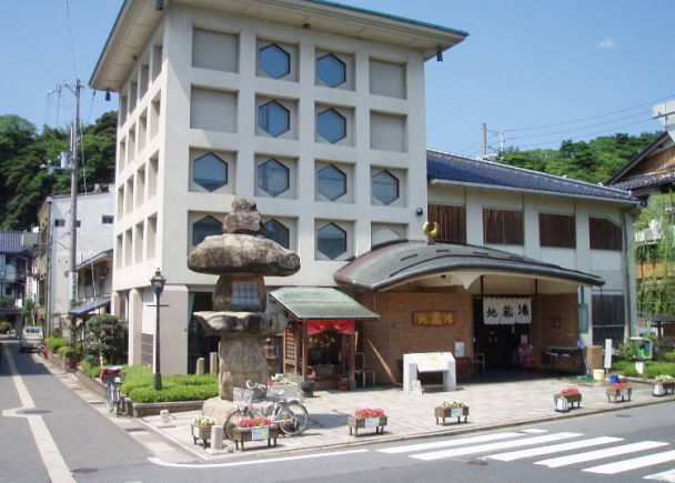 2. Jizo-yu: Get a Blessing of Safety for Your Family Too, at This Spiritual Spot