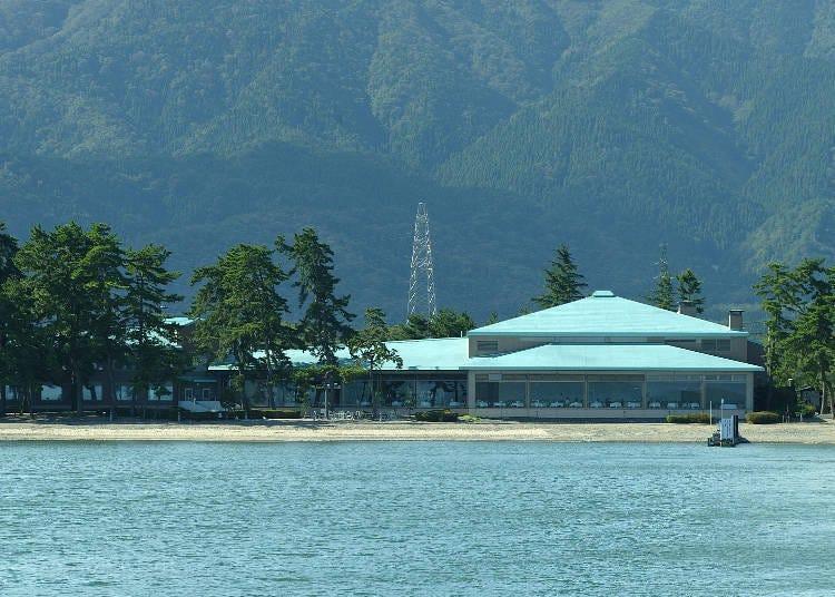 想體驗目前話題正夯的豪華露營,就來「奧琵琶湖牧野格蘭公園飯店」