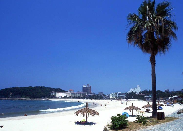 아름다운 바다와 온천이 매력인 '난키 시라하마'