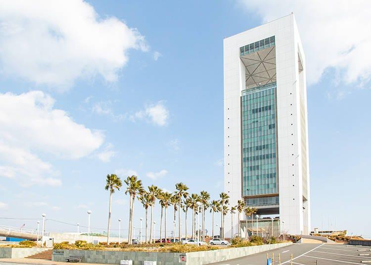 市を一望出来る、県内の最高所「四日市港ポートビル」