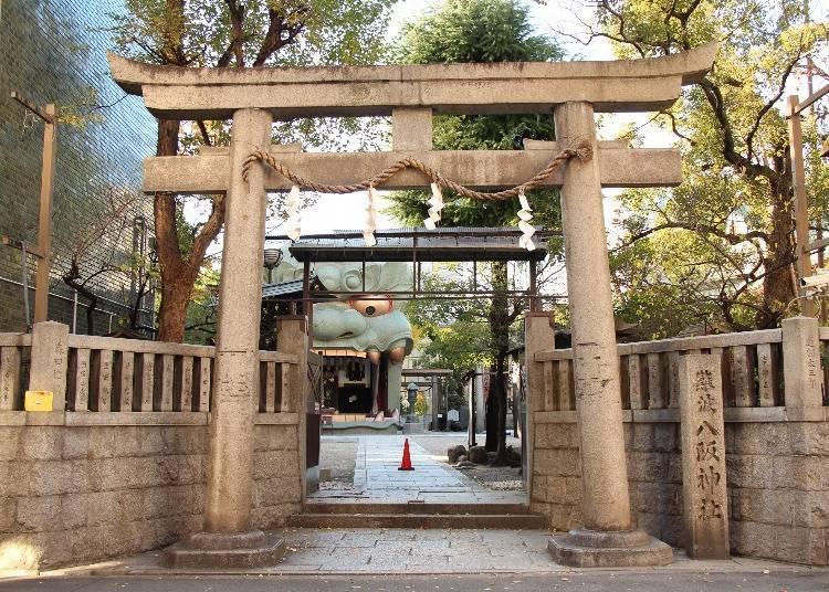 2. Nambayasaka Shrine in Osaka: The Imposing Shishi-dono Guardian