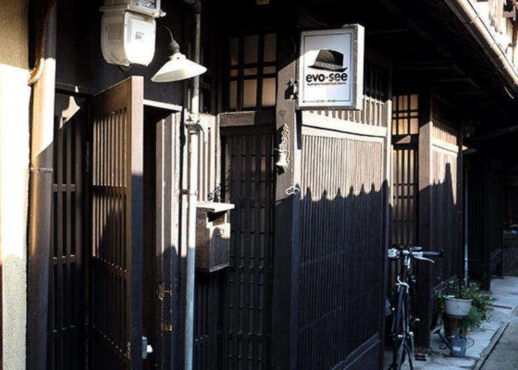 교토 '아지키 골목(로오지)'안의 젊은 예술가들이 모이는 옛 일본풍 명소.