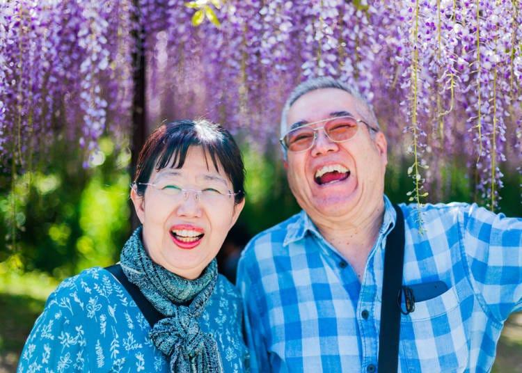 2. Why visit Osaka? Osakans are friendly and love to talk!