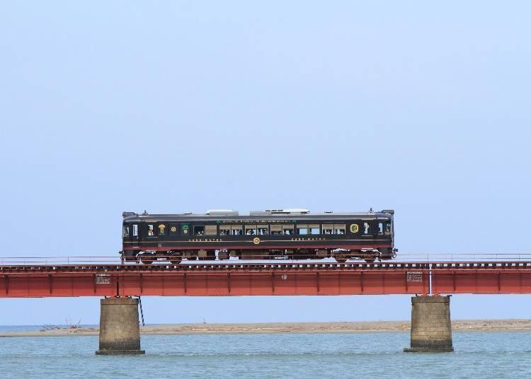 4. Kyoto Tango Railway: Three Japanese sightseeing trains overlooking the sea
