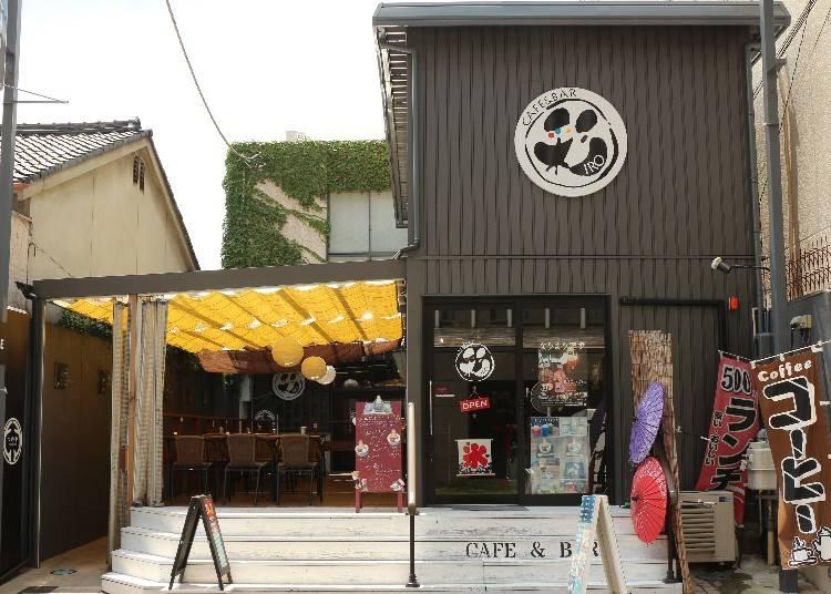 芝生の上の大仏様!「CAFE&BAR IRO」